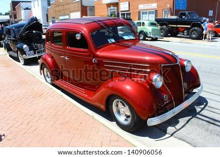 MATHEWS, VA- JUNE 01:1936 Ford Streetrod in the Annual: Vintage TV\'s \
