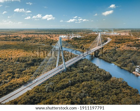 Mauricio Báez Bridge crossing over a river on a sunny day in San Pedro, Dominican Republic Foto stock ©