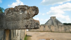 MAYAN SCULPTURE KUKULCAN MONUMENT CHICHEN ITZA STONE MAYAN TEMPLE MEXICO YUCATAN