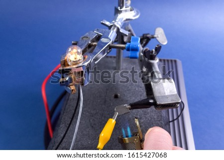 Measurement of electrical conductivity of germanium, electrical appliances. Foto stock ©