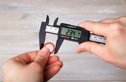 Measurement of the diameter of the gasket using a digital caliper