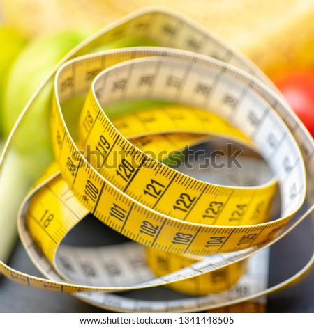 Measuring tape for measuring the circumference.