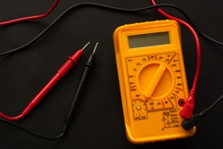 Measuring the current in the socket, extension cable using multimeter