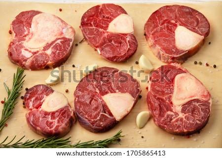 Meat cut in Beef Osso Bucco, cross-cut of beef  Foto stock ©