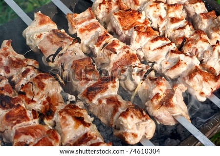 Meat, grilled over charcoal (barbecue over charcoal).