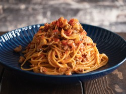 Meat sauce spaghetti. A pasta dish made from minced meat, onions and tomatoes.