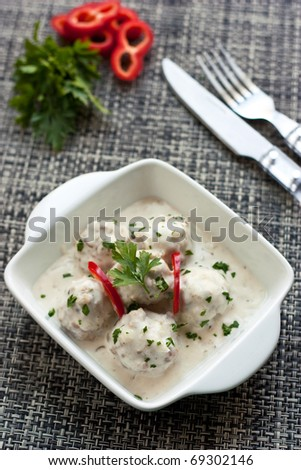 Meatballs in white sauce