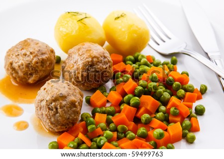 Meatballs with peas, carrot and potatoes