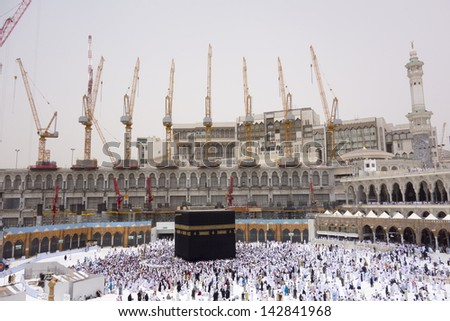 MECCA, SAUDI ARABIA - JUNE 7 : Ongoing work of Mataf expansion at Haram Mosque June 7, 2013 in Makkah. The expansion scheduled to complete in 2 years to accommodate more pilgrims during haj time.