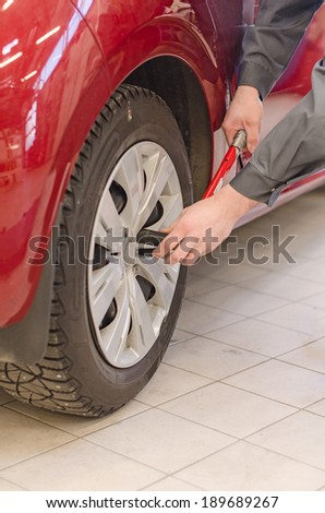 Mechanic fixing car wheel at service. #189689267