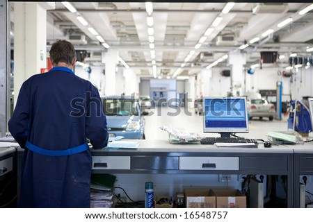 mechanic on computer