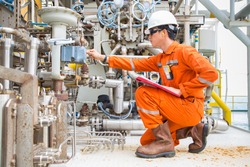 Mechanical engineering inspector check control valve of seal gas and lube oil system of centrifugal type sale compressor and turbine engine, Daily checklist with log sheet to record abnormal condition