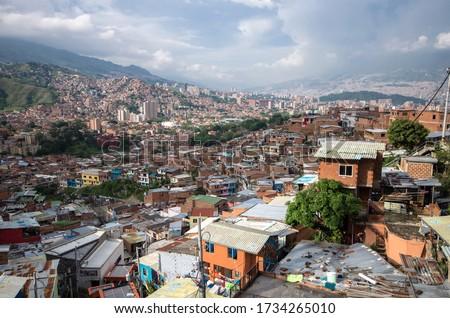 Medellín slums, Colombian slum, Medellin cartel, Beautiful view on the communa 13 Neighborhood, outstanding house, cityscape in colombia Foto stock ©