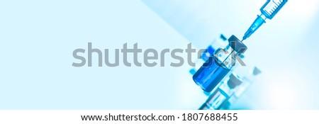 Medical concept Vaccination vaccine vial dose flu shot drug needle syringe Foto stock ©