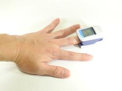 Medical device, oxygen saturation, SPO2 measurement,Male hand