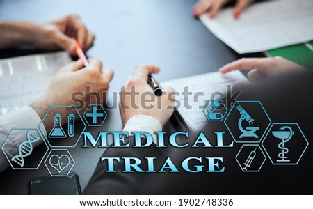 Medical healthcare concept - group of doctors in hospital with digital medical icons, graphic banner showing symbol of medicine, providing medical care. The inscription 'MEDICAL TRIAGE'  Foto stock ©