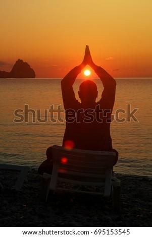 Meditation, a healthy lifestyle, self-knowledge.