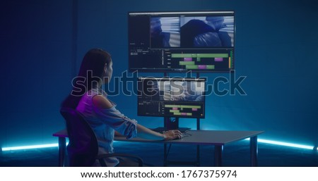 Medium shot of video editor working at her workstation Photo stock ©