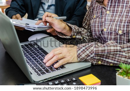 Meeting to review business documents and information on marketing and financial statements, reports and business planning. Photo stock ©