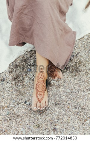 mehendi feet. mehendi feet. mehendi feet on the beach #772014850