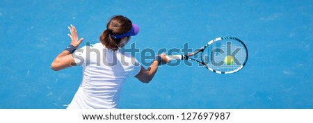 MELBOURNE - JANUARY 14: Li Na of China in her first round win over Sesil Karatantcheva at the 2013 Australian Open on January 14, 2013 in Melbourne, Australia.