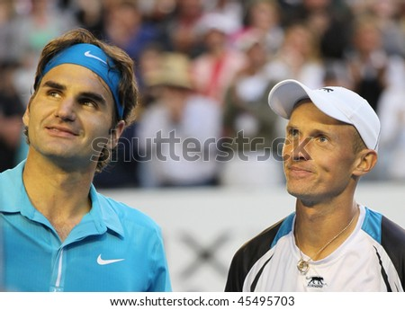 MELBOURNE - JANUARY 27: Roger Federer (L) and Nikolay Davydenko in the 2010 Australian Open on January 27, 2010 in Melbourne