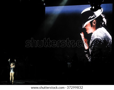 """MELBOURNE - SEPTEMBER 15 - Beyonce performs a tribute to Michael Jackson to a packed Rod Laver Arena in the first Australian show of her 2009 """"I Am..."""" tour on September 15, 2009, in Melbourne, Australia"""