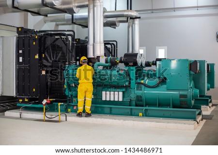 Men working on diesel generator Foto d'archivio ©