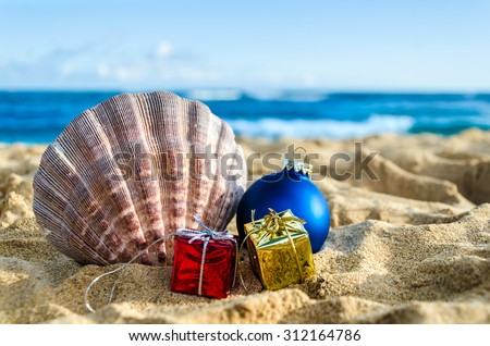 Merry Christmas and Happy New Year background with Seashell, gift and balls on the tropical beach near ocean in Hawaii