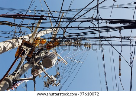 messy electric cables in Japan