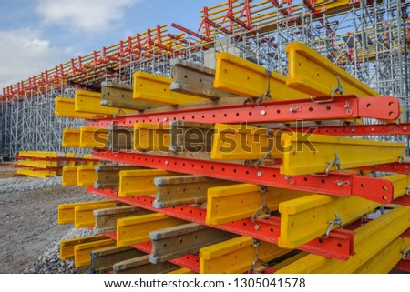 Metal beams and wooden beams folded into pallets #1305041578