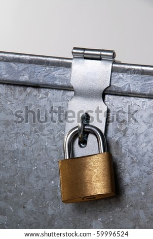 metal padlock closure