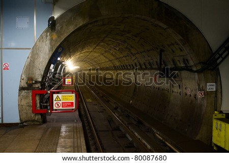 metro tunnel in London #80087680