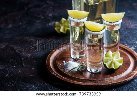 Mexican Gold Tequila with lime and salt on black background with copyspace. Foto stock ©