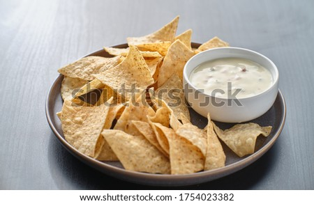 mexican hot queso blanco cheese dip with corn tortilla chips on plate Stockfoto ©