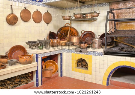 Mexican Kitchen Old fashioned traditional wood stove and cooking utensils in Mexico Foto stock ©