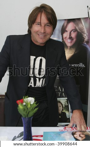 "MEXICO CITY- OCT. 13: Singer Ricardo Montaner attends his new book  launch ""Lo que no Digo Cantando "" ""Spanish for Beyond the Music"" at Plaza Universidad in October 13, 2009. Mexico City, Mexico."