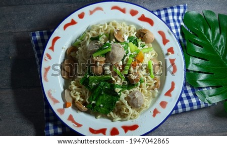 Mi dok dok or Mie tek tek or boiled noodles is food that made from noddle egg stir fry with spices, egg, sausage, meatball and vegetables Stok fotoğraf ©