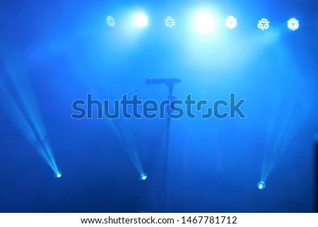Microphone blue un un the concert