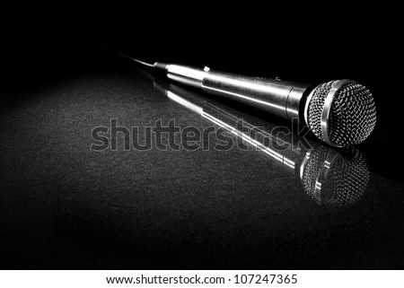 Microphone with Reflection