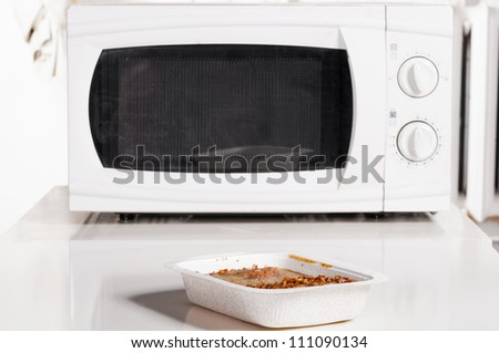 microwave oven with portion of frozen food
