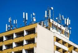 Microwave transmitter antennas on rooftop