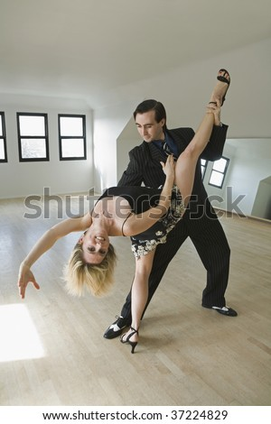 Mid adult couple dancing Argentine Tango in Layout Dip pose