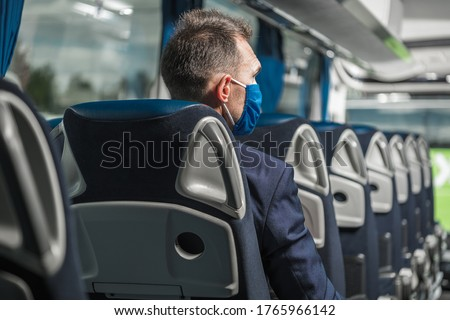 Middle Age Businessman In Passenger Seat Of Public Bus With Protective Face Mask Traveling During Pandemic.  Foto stock ©