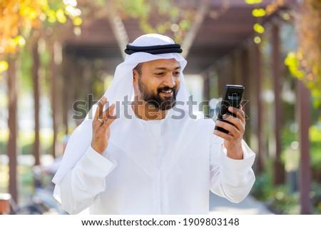 Middle Eastern Arab Emirati Vlogger Foto d'archivio ©
