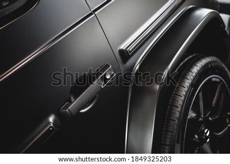 middle shot of a luxury car door handle in matt black ストックフォト ©