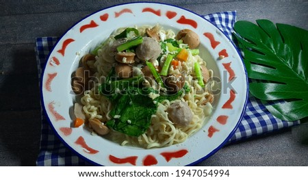 Mie tek tek or mie dok dok or boiled noodle is food that made from noddle egg stir fry with spices, egg, sausage, meatball and vegetables Stok fotoğraf ©