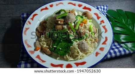 Mie tek tek or mie dok dok or boiled noodles is food that made from noddle egg stir fry with spices, egg, sausage, meatball and vegetables Stok fotoğraf ©