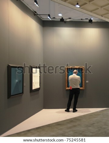 MILAN - APRIL 08: People look at painting galleries during MiArt ArtNow, international exhibition of modern and contemporary art April 08, 2011 in Milan, Italy.