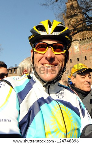 MILAN - 21 MARCH: cyclist Lance Armstrong of Team Astana waves prior the start of the 100th Milan San Remo classic cycling race in Milan, Italy - 21 March, 2009